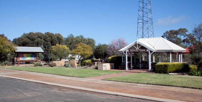 Camera Club (Cheryl Chappell) - 900 Newdegate Pioneer park